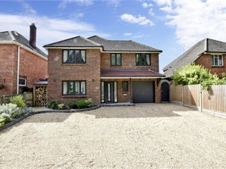 4 bedroom detached house in Havant