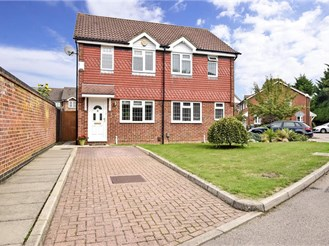 2 bedroom semi-detached house in Horley