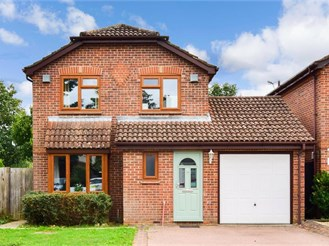 4 bedroom detached house in Horley