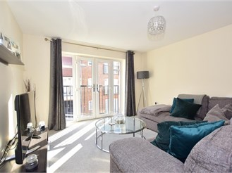 2 bedroom first floor coach house in Faygate