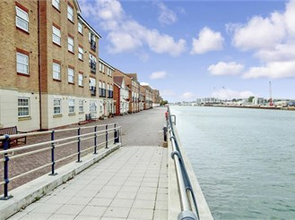 2 bedroom top floor flat in Shoreham-By-Sea