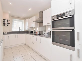 4 bedroom terraced house in Chichester