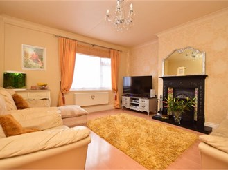 3 bed semi-detached house in Merstham
