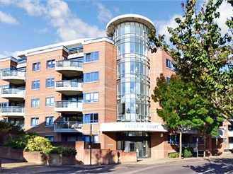 2 bed third floor apartment in Purley
