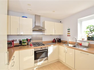 2 bedroom top floor apartment in Haywards Heath
