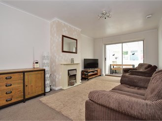 3 bedroom chalet bungalow in Salfords, Redhill