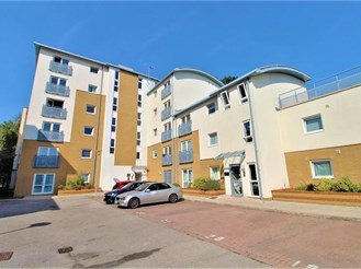 1 bed second floor apartment in Three Bridges, Crawley