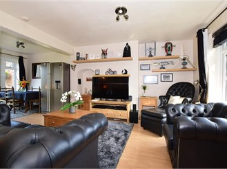 2 bedroom end of terrace house in Crawley