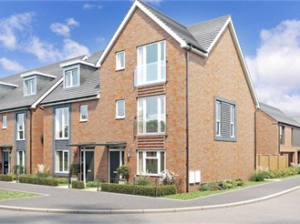 4 bedroom semi-detached house in Copthorne