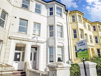 2 bedroom first floor flat in Brighton