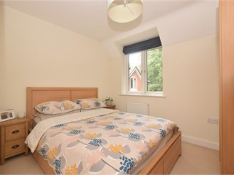 2 bed top floor flat in Horndean