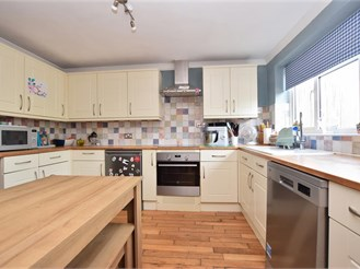 4 bedroom semi-detached house in West Hoathly