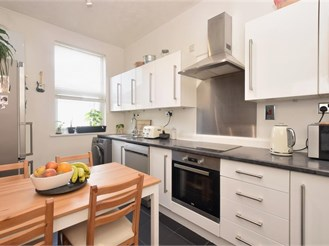 2 bedroom top floor apartment in Portsmouth