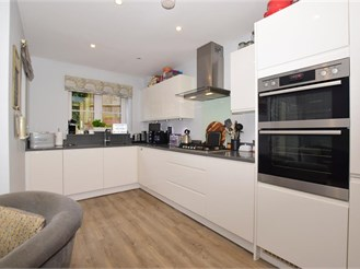 3 bedroom town house in Leatherhead