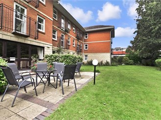 1 bedroom top floor retirement flat in Reigate