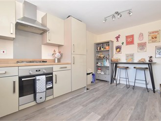 4 bedroom end of terrace house in Worthing