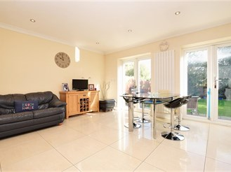 4 bedroom semi-detached house in Lower Kingswood, Tadworth
