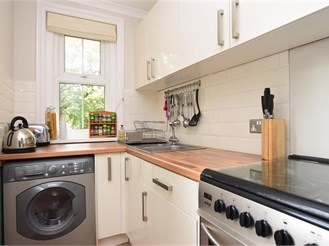 1 bedroom first floor apartment in Reigate