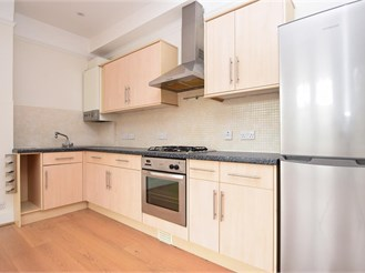 1 bedroom first floor converted flat in Reigate