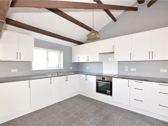 3 bedroom detached bungalow in Easthampnett, Chichester