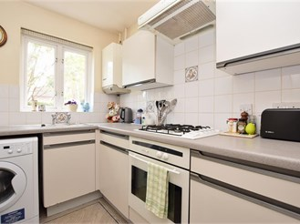 2 bedroom semi-detached house in Redhill
