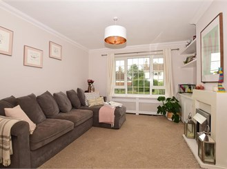 3 bedroom semi-detached house in Bookham, Leatherhead