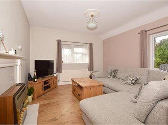 2 bedroom top floor apartment in Coulsdon