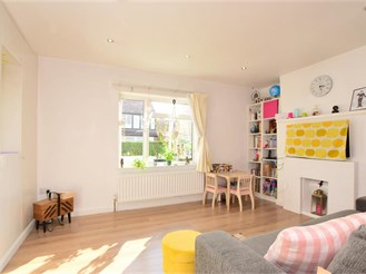 2 bedroom end of terrace house in Fishersgate, Brighton