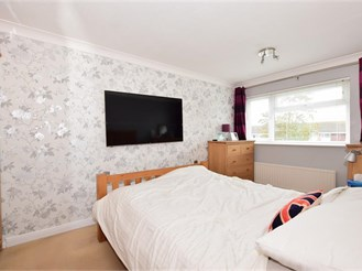 3 bedroom semi-detached house in Worthing