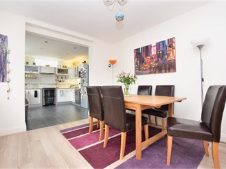 4 bedroom detached house in Redhill