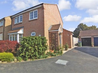 3 bedroom detached house in Southwater