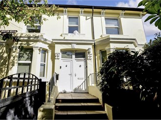 1 bedroom first floor converted flat in Brighton