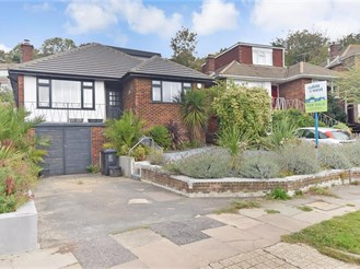 4 bedroom detached bungalow in Westdene, Brighton