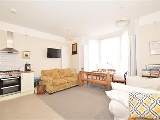 1 bedroom ground floor converted flat in Wallington