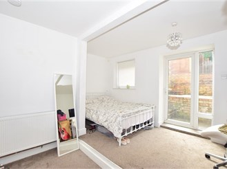 2 bed lower-ground floor flat in Wallington