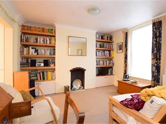 1 bedroom lower-ground floor converted flat in Brighton