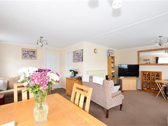 2 bedroom park home in Upper Beeding, Steyning