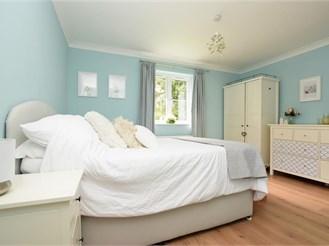 1 bedroom ground floor flat in Cranleigh