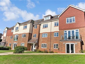3 bed first floor apartment in Kingswood