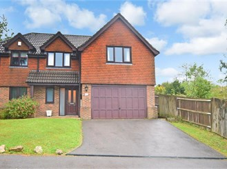 4 bedroom detached house in Crowborough