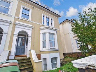 1 bed ground floor converted flat in Wallington