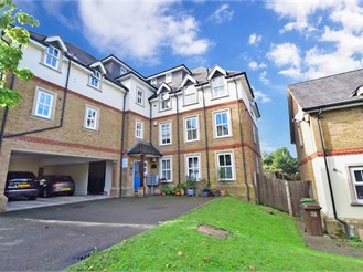 2 bedroom ground floor apartment in Wallington