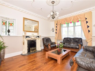 5 bedroom semi-detached bungalow in Ilford