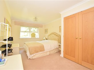 3 bedroom top floor apartment in Caterham