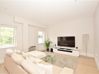 2 bed ground floor apartment in Caterham