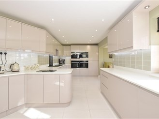 4 bedroom detached house in Shipley, Horsham
