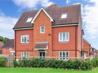 4 bedroom town house in Horley