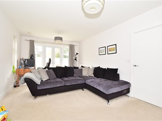 3 bedroom detached house in Southwater, Horsham