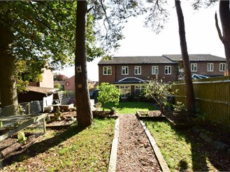 3 bedroom end of terrace house in Beare Green, Dorking