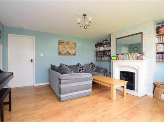 3 bedroom semi-detached house in Lancing